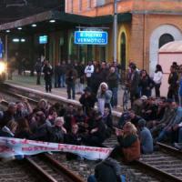Xylella, Salento in ginocchio dopo la protesta sui binari: ritardi e cancellazioni per 30 treni