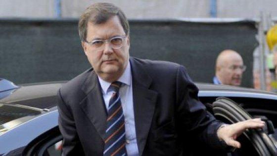 Trani, il presidente della Consob testimonia in tribunale: i ladri rubano l'auto della scorta