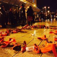 Bari, le scarpe rosse contro la violenza sulle donne