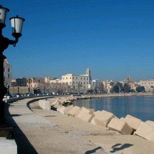 Olimpiadi 2024, Bari bocciata per ospitare le regate veliche: la commissione ha scelto Cagliari