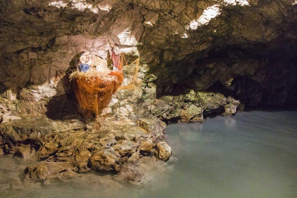Lecce nella grotta sulfurea un presepe da speleologi 1 - Piscina sulfurea santa cesarea terme ...