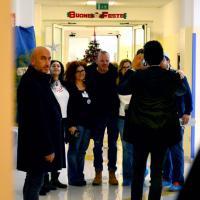 Bari, Gigi D'Alessio visita i pazienti del Pediatrico