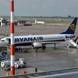 """Regione Puglia, fondi a Ryanair: inchiesta bis sul bando. Emiliano: """"I voli continueranno"""""""