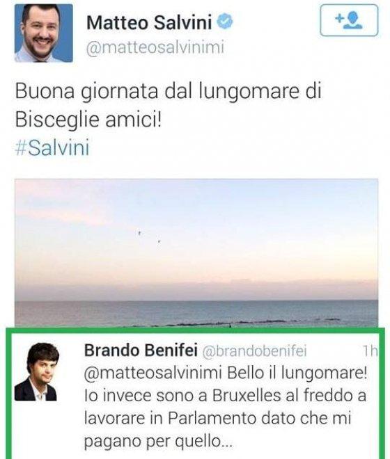 Salvini al mare, il collega lo bacchetta da Bruxelles