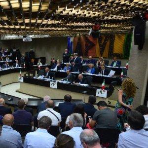 Regione Puglia, la stangata dei vitalizi: gli assegni crescono, superati i 14 milioni di euro