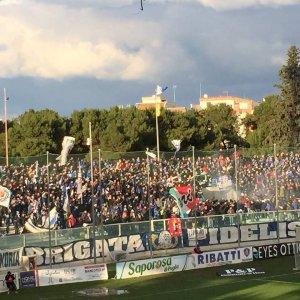 Lega Pro, scontro tra i tifosi di Fidelis Andria e Lecce: 11 fermati e tre agenti feriti