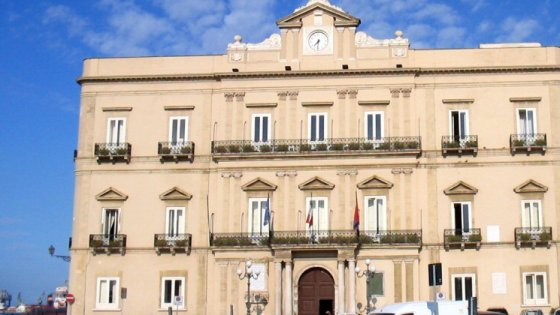 """Taranto, il parroco litiga col sindaco sugli sfollati: """"Aiuti i migranti e sei razzista con questi italiani"""""""