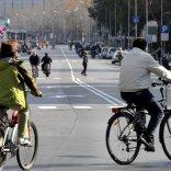 Soldi a chi va a lavoro in bici  il piano del Comune di Bari  per sconfiggere il traffico