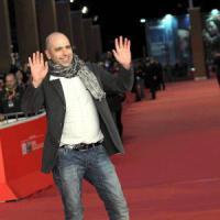 Checco Zalone, cinema gli dedica una statua. Il comico telefona: