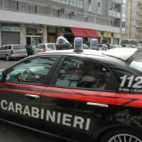 Bari, ottantenne insegue ex moglie e assistente sociale e poi spara: due