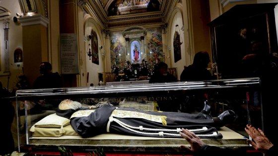 Padre Pio, le spoglie del santo tornano da Roma: tappa a Foggia poi 3 giorni nel suo ospedale