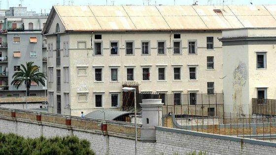 """Bari, suicida in carcere un detenuto di cinquant'anni. Il Sappe: """"Situazione insostenibile"""""""