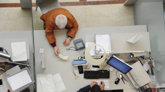 """Foggia, banca rifiuta a immigrato l'incasso di un assegno circolare. Flai-Cgil: """"Pelle scura lo penalizza"""""""