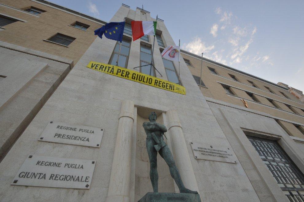 'Verità per Regeni', lo striscione sulla Regione Puglia