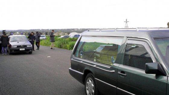 Salento, sospese dall'attività due agenzie di pompe funebri: i loro dipendenti lavoravano in nero