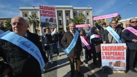 Sanità, il presidente Emiliano: 'Chiuderemo gli ospedali pericolosi'