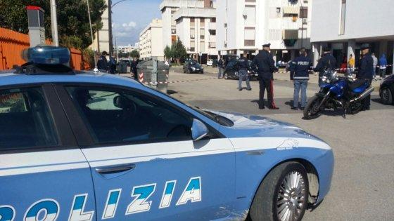 Taranto, spari tra la gente in pieno giorno: ucciso un pregiudicato, due passanti feriti
