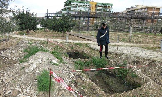Barletta, rifiuti pericolosi sotto l'orto botanico del Comune: anche tre dipendenti pubblici indagati