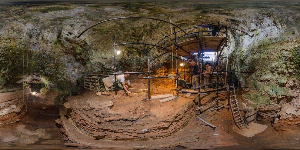 Salento, tour nella grotta del primo Homo Sapiens