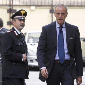 """Inchiesta escort, assolto l'ex procuratore barese Laudati: """"Non favorì Silvio Berlusconi"""""""