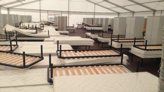Migranti, ecco in anteprima il nuovo hotspot di Taranto: mensa da 360 posti, letti e ambulatori