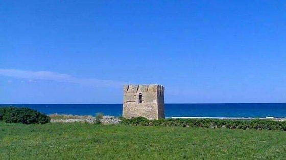 """Migranti in Puglia, gli operatori turistici: """"Stiano lontano dai resort da 500 euro o perdiamo i clienti"""""""