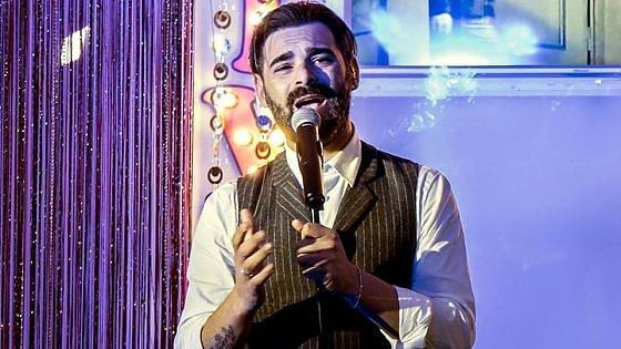Bari, caccia al cantante neomelodico Tommy Parisi: il figlio del boss Savino è latitante