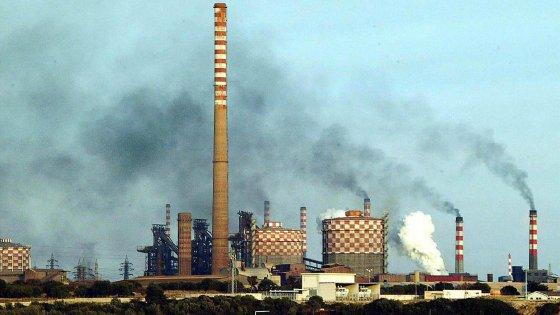 Ilva di Taranto, reazioni chimiche innescano due esplosioni in poche ore: operaio ustionato