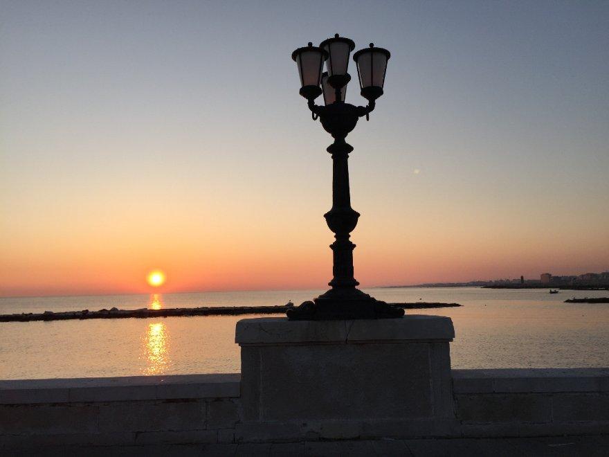 Bari, l'alba è uno spettacolo per l'equinozio di primavera