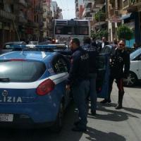 Bari, migrante senza biglietto picchia i controllori sul bus: