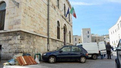 Fotodenuncia  Bari, la discarica davanti alla scuola elementare