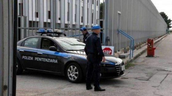 Taranto, rivolta nel carcere: agente picchiato da un detenuto finisce in ospedale