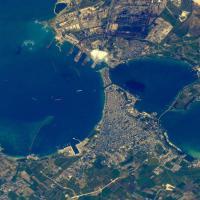 Taranto, la foto è spaziale: ecco la città vista dall'Iss