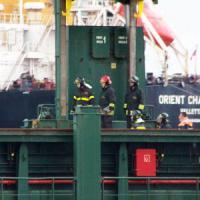 Taranto, tragedia al porto: marinaio di 45 anni muore incastrato fra una gru e la chiglia...