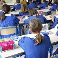 Taranto, botte e minacce ai bambini in prima elementare: maestra arrestata in flagrante
