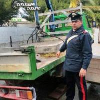 Taranto, entrano col motocarro nell'Ilva per rubare ferro: arrestati padre e figlio