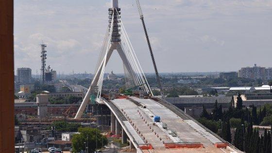 """Bari, ecco il ponte sospeso dell'asse Nord-Sud. Decaro: """"Diventerà un simbolo della città"""""""