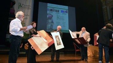 Pierluigi Battista vince il Premio Tatarella  al Petruzzelli per 'Mio padre era fascista'