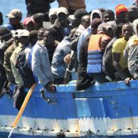 Lecce, un altro sbarco a Otranto: 24 migranti rintracciati. Caccia allo