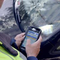 Bari, un'app stana la centrale di pass falsi per le strisce blu: 23 automobilisti