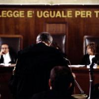 Lecce, offese in spiaggia l'ex: nonna stalker condannata perchè  fece piangere
