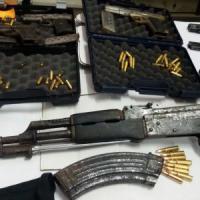 Brindisi, un arsenale in casa per un attentato ai carabinieri: arrestati