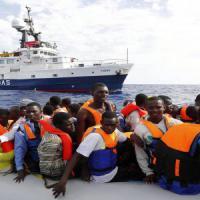 Migranti, anche tre minorenni fra gli scafisti egiziani arrestati a Taranto: