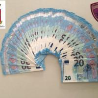 Bari, avevano in casa 1.820 euro in false banconote da 20: denunciati due