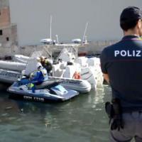 Taranto, denunciati tre pescatori di cetrioli di mare: venduti in Cina a 600 euro al chilo