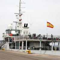 Migranti, in 706 a Taranto dalla nave spagnola Reina Sofia.