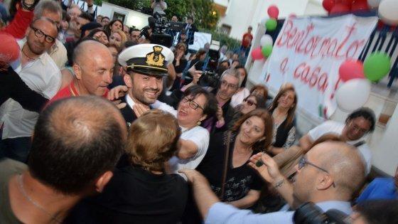 Girone accolto dai ministri Gentiloni e Pinotti e dai familiari