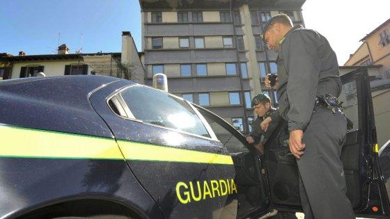 Bari, numerosi arresti sul territorio nazionale: stupefacenti, armi ed esplosivo sequestrati