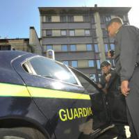 Criminalità, armi e droga dall'Albania alla Puglia: blitz della Finanza,