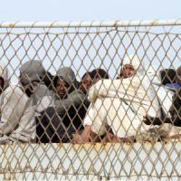 Migranti, a Brindisi una nave con 346 persone e una salma. A bordo anche